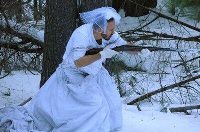 Su mujer le dejó, y lo que él hizo con su vestido de novia es ÉPICO.