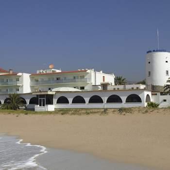 Ubicado en la costa de Barcelona, este hotel te ofrece los mejores salones panelables así como espacios exteriores e interiores para celebrar la ceremonia.