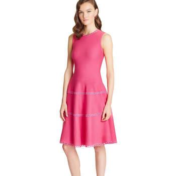 Silk-wool guipure banded dress. Credits- Oscar de la Renta