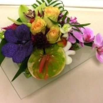Centre de table Marquise pour mariage en fleurs exotiques. Crédit photo: Atelier Floral