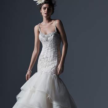 """Vestido de novia con efecto dramático de corte sirena, escote pronunciado y delicados tirantes. El modelo se acompaña de diversas aplicaciones de cristales Swarovski, así como una falda de tul capeada con mucho volumen.    <a href=""""http://www.sotteroandmidgley.com/dress.aspx?style=5SW678"""" target=""""_blank"""">Sottero &amp; Midgley</a>"""