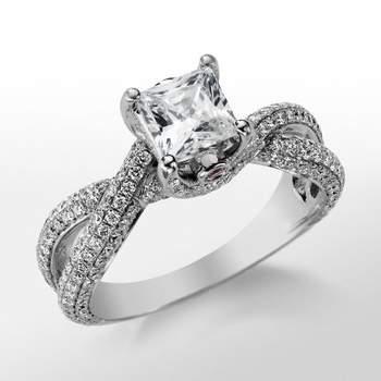 Todos los anillos de la colección incorporan un pequeño zafiro rosa a modo de firma. Foto: Blue Nile