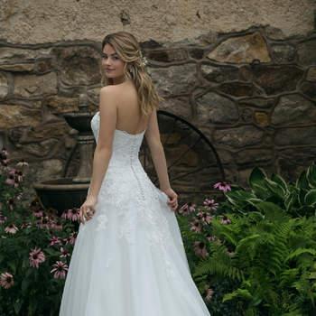 Modelo 44050D, vestido de novia romántico con escote corazón