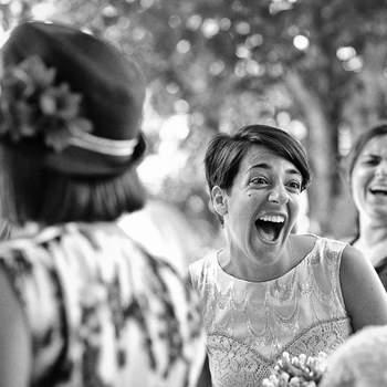 La sonrisa espontánea de una novia es algo que refleja a la perfección la ilusión del gran día. Foto: U&U photo. Web: http://www.u-uphoto.com/
