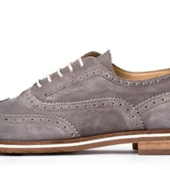 Para os noivos que gostam de baixar levemente a fasquia da formalidade do traje, sem comprometer a elegância, escolhemos alguns modelos de sapatos made in Portugal.