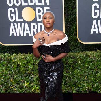 Cynthia Erivo veste Tom Browne. Crédits Cordon Press