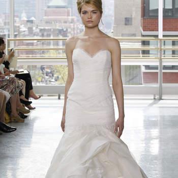 Vestido de novia corte sirena, falda con capas y escote en corazón