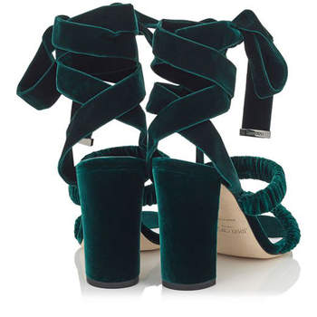Sandalias de veludo verde. Credits: Jimmy Choo