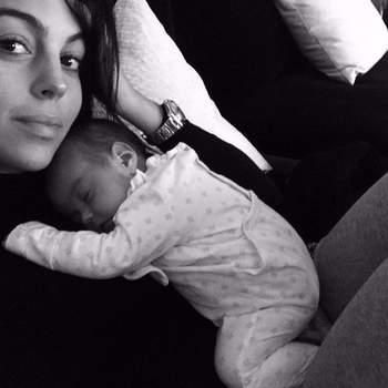 A foto mais recente de Georgina Rodríguez com a filha Alana Martina, fruto do seu relacionamento com Cristiano Ronaldo. A bebé nasceu a 12 de novembro. Foto Instagram Georgina Rodríguez