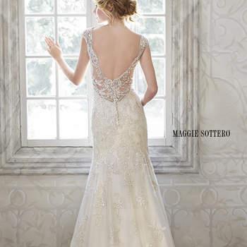 """Un delicado vestido muy femenino que ofrece un exquisito encaje bordado de lentejuelas con cristales Swarovski y perlas adornando las mangas de malla ilusión.   <a href=""""http://www.maggiesottero.com/dress.aspx?style=5MS077"""" target=""""_blank"""">Maggie Sottero Spring 2015</a>"""