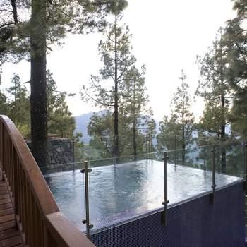 "El spa del Parador de Santa Cruz de Tejeda te ofrece unas vistas insuperables mientras tomas un relajante baño. Foto: <a href=""http://zankyou.9nl.de/wdbk"">Paradores</a><img src=""http://ad.doubleclick.net/ad/N4022.1765593.ZANKYOU.COM/B7764770.4;sz=1x1"" alt="""" width=""1"" border=""0"" /><img height='0' width='0' alt='' src='http://9nl.de/xyl3' />"