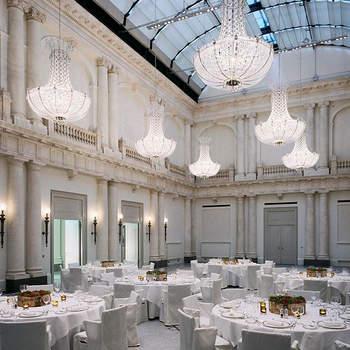 Hotel de Rome Berlin: Das Hotel de Rome in Berlin hat sich in den letzten acht Jahren seit der Eröffnung zum Hochzeits-Hotspot in Berlin entwickelt. Im vergangenen Jahr wurden im 5-Sterne Hotel am Bebelplatz ca. 40 Hochzeiten ausgerichtet – das Hotel ist also perfekt auf die Bedürfnisse von Brautpaaren ausgerichtet.