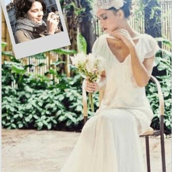 Meu vestido de noiva seria um modelo bastante casual, de estilo boho-chic, com uma tiara de flores naturais, porque se um dia me caso (nunca diga nunca!) faria um lindo casamento no campo. Cheio de detalhes super especiais e muito amor!  Vestido de noiva M.Gio Alta Costura. Foto: M.Gio Alta Costura