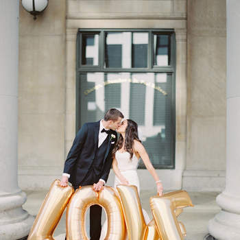 Balões dourados Love. Credits: Britta Marie