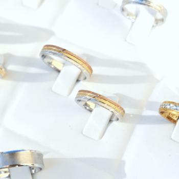 Ouriversaria Fradizela - alianças em ouro amarelo, branco ou rosa, com zirconias cubicas ou diamantes. Preços desde os 100€ aos 700€