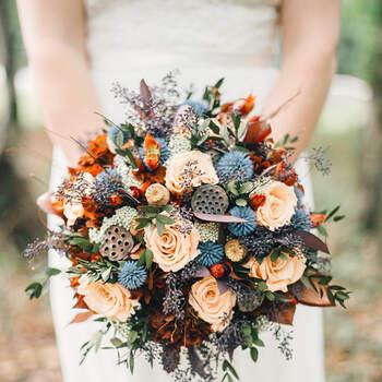 As rosas combinam com uma grande diversidade de flores, ramos e demais elementos | Créditos:  Etsy