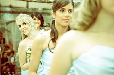 El vestido de las damas de honor, ¿debe ser siempre del mismo color?