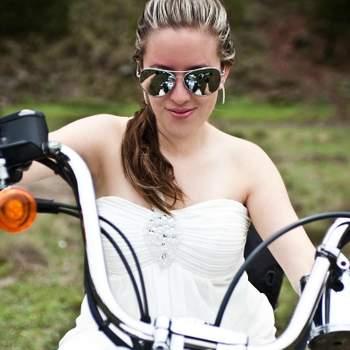 A chegada da noiva na cerimônia é um momento emocionante, já que ela está a poucos passos de dizer o tão sonhado sim. E a chegada pode ser tão inusitada quanto a criatividade dos noivos permitir. Trouxemos 10 ideias diferentes para a noiva chegar em grande estilo!