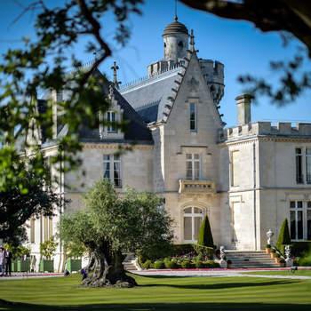 Photo : Château Pape Clément - Situé en Gironde, ce château est l'un des plus anciens Grands Crus de Bordeaux. Si vous vous considérez comme étant de vrais amoureux du vin et de la bonne gastronomie, il se pourrait bien que vous ayez trouvé en lui votre perle rare.