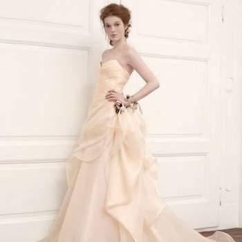 Muitas noivas têm optado por fugir do tradicional vestido branco e apostado em cores como rosa. Por isto, veja esta coleção 2013 de vestidos na cor de Aimèe Montenapoleone e inspire-se para o seu look.