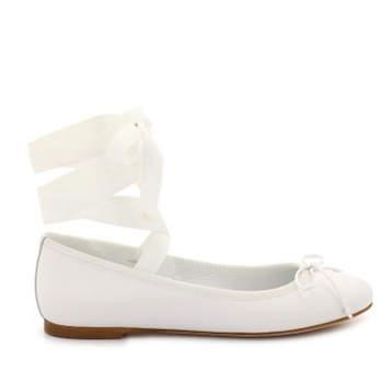 Chaussures de mariée sans talons dotées de ravissants rubans à enrouler autour de la cheville. Laou