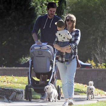 Rachel McAdams e o guionista Jamie Linden, com quem namora desde 2016, foram pais de um menino em abril.  | Foto via IG @celeb_babies_kids