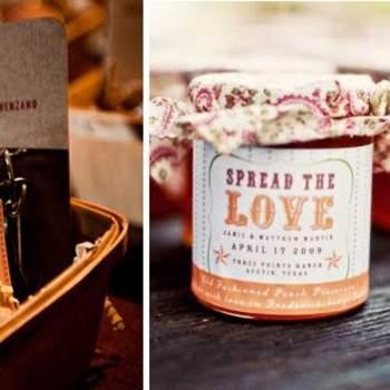 Vini e prodotti locali tipici per i vostri invitati, da personalizzare con etichette e packaging ad hoc. Foto di Anna Kuperberg via http://greenweddingshoes.com