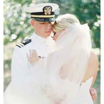 Este uniforme de capitán dará vida a la temática de la boda. Foto: Jessica Lorren