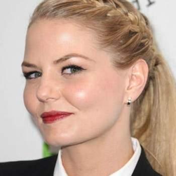 Una trenza de raíz es la base de este peinado de la actriz Jennifer Morrison. Foto: Youtube.com