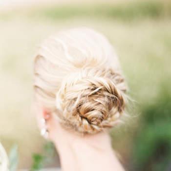 Penteado de noiva com coque de trança | Credits: Lauren Gabrielle Photography