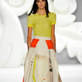 A colecção Carolina Herrera Primavera 2013, revelada na Mercedes-Benz fashion Week (NY), traz-nos mulheres muito elegantes e assumidamente modernas.