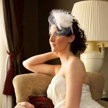 Se você busca uma alternativa para o tradicional véu, os véus bem curtos, os birdcage, podem ser uma boa opção. Veja estes modelos e inspire-se!