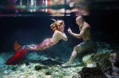 Una petición de mano de ensueño: bajo el agua y como toda una sirena. ¡Te encantará!