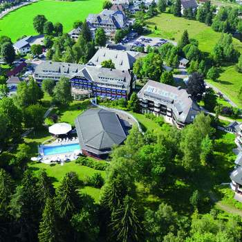 Als 5-Sterne-Boutique-Resort besticht das Parkhotel Adler vor allem durch historisches Flair, modernen Komfort und die Möglichkeit, zu jeder Jahreszeit ein unvergessliches Fest im Naturpark Südschwarzwald zu feiern.
