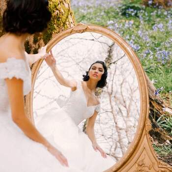 Snow White by Allure Bridals | Style: DP255 (apenas disponível em Kleinfeld) | Créditos: Disney