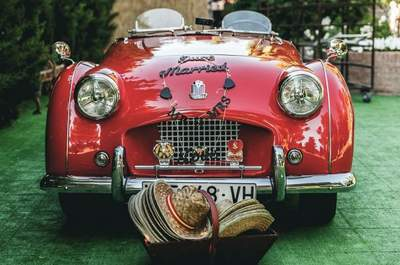 Autos modernos, autos clásicos. Tips para elegir el auto ideal para llegar a tu boda