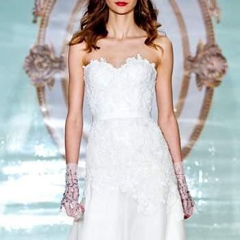 Свадебное плтаье с широкой юбкой, с декольте в форме сердечка.