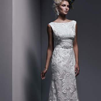 """Fabriquée à partir de dentelle et de tulle exquise, cette robe de mariée fourreau est l'essence même du glamour. Du col couture bateau à la ceinture faite en perles et cristaux,  le tout est magnifique.   <a href=""""http://www.sotteroandmidgley.com/dress.aspx?style=5SW620"""" target=""""_blank"""">Sottero &amp; Midgley</a>"""