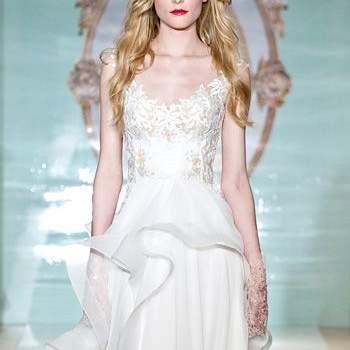 Ассиметричное свадебное платье, без рукавов.