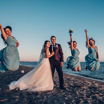 Studio Photo's Wedding Photography : Uno scatto con testimoni e damigelle è un must del matrimonio.