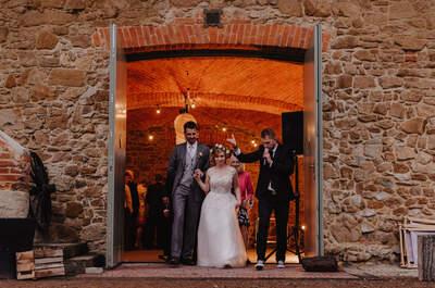 Przed Państwem wspaniały ślub! Klimatyczne miejsce, surowe cegły drewno, a przede wszystkim konie i miłość Pary!e
