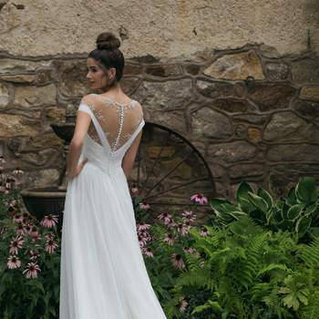 Modelo 44068, vestido de novia con escote bardot y escote en V en la espalda