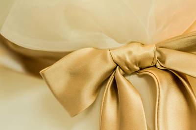 17 vestidos de novia con detalles en dorado: Un hermoso color para sorprender