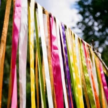 Telas de colores para decorar el entorno.