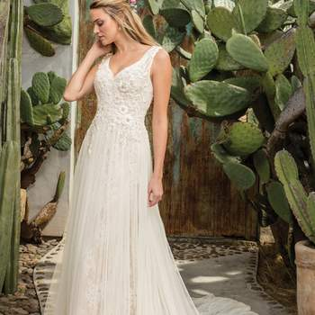 Style 2301 Sierra. Credits: Casablanca Bridal.