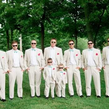 Los hombres de tu boda se verán más elegantes que nunca con esta atractiva combinación. Foto: Ray Ban