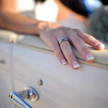 El anillo de compromiso es una de las joyas que la novia siempre lleva consigo y que puede dar lugar a una preciosa imagen. Foto: U&U photo. Web: http://www.u-uphoto.com/