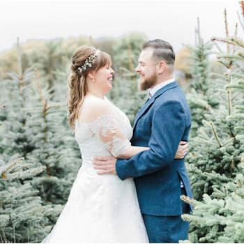 Een wonderlijke winter wedding shoot tussen het dennengroen! | Foto: Robin Polderman Fotografie | Shauni Hartland