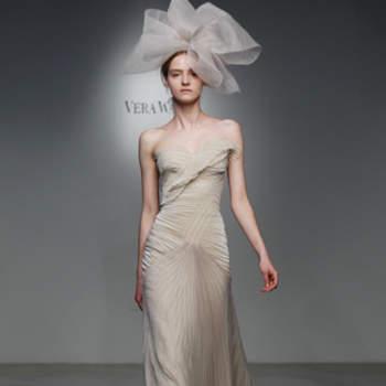 Vestido de noiva bege.