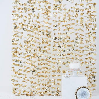 Cortina floral fondo dorado